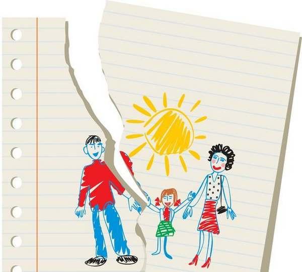 Dessin de famille par en enfant sur une feuille déchirée
