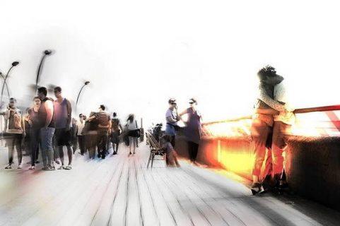 Cityscape : image digitale de personnages floutés..