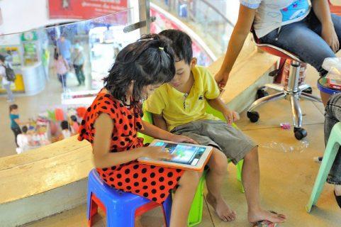 enfants sur une tablette