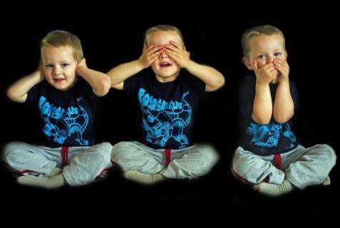 photo représentant ne pas voir/ entendre/ parler (avec un jeune enfant)