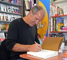 l'auteur en signature