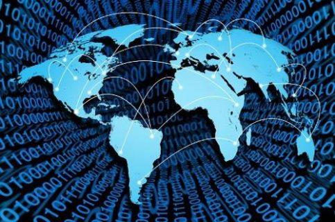 carte du monde sur un fond de données chiffrées