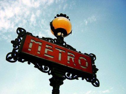 Photo d'une entrée de métro à Paris