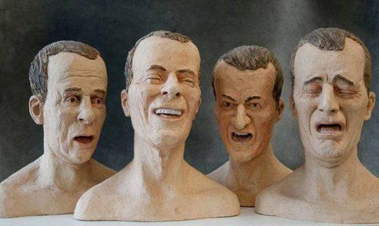 Quatre bustes d'un homme grimaçant