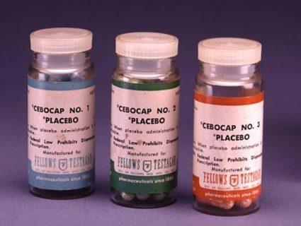 Trois boites de pilules Placebo