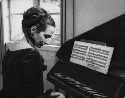 Christiane Lang-Drewanz dans le rôle d'Anna-Magdalena Bach
