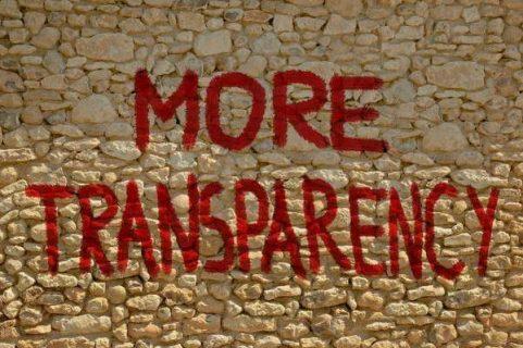 mur de pierre sur lequel est inscrit More transparency