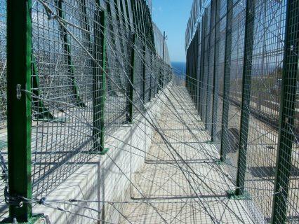 gros plan sur la barrière -frontière à Melilla