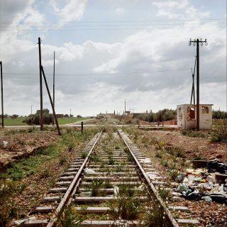 Des rails, vers la frontière marroco-algérienne