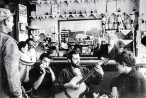 Séance musicale au Beat Hotel photographiée par Harold Chapman