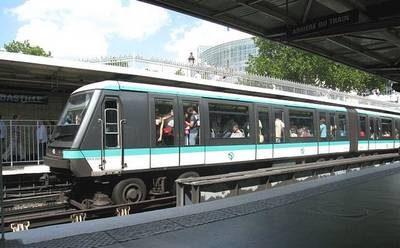 Rame de metro à la station Bastille