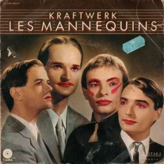 Pochette du 45 tours « Les mannequins » du groupe Kraftwerk. Un ancien propriétaire du disque a maquillé les groupes à coup de stylo