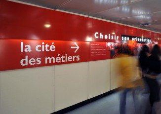 Signalétique indiquant la Cité des métiers, La Villette