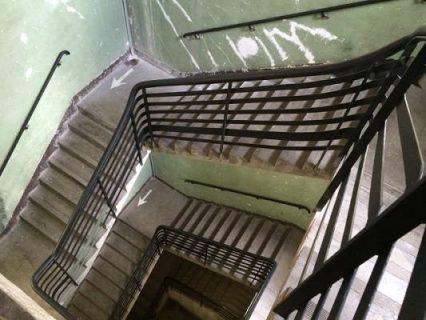 L'escalier central du DOC, par Delphine Nicolas, Bpi, 2016