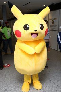 Personne déguisée en Pikachu