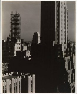 Photographie intitulée From my window at the Shelton, North, par Alfred Stieglitz