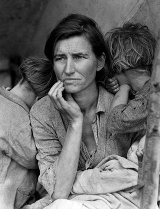 Photo noir et blanc d'une femme migrante en 1936