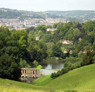 vue depuis le jardin de Prior Park sur le pont palladien et la ville de Bath