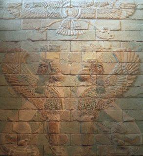 Panneau décoratif représentant deux sphinx surmontés par Ahura Mazda