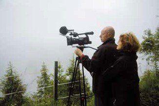 le couple de cinéastes en train de filmer