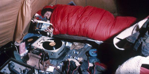 Michel Siffre, couché dans le gouffre