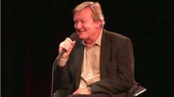 Jean Echenoz au micro