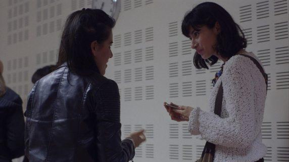 Silvia et Nicole échangent leur numéro de téléphone après l'atelier