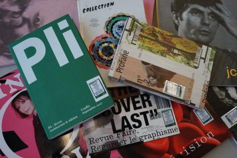 Des revues posées les unes sur les autres