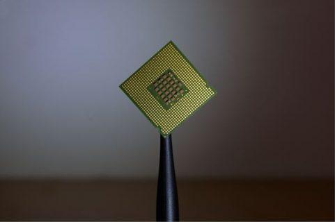 Une carte avec un circuit imprimé