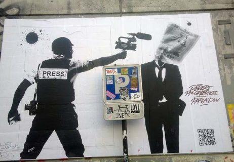 Street art représentant un journaliste en action