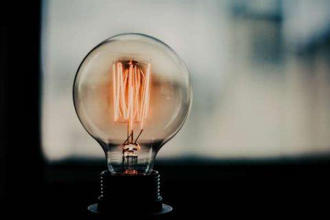 Photographie en gros plan d'une ampoule LED