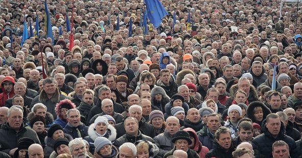 Une foule compacte sur la place de l'Indépendance de Kiev