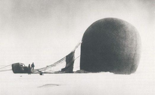 Le ballon de l'expédition Andrée a fait naufrage sur la banquise.
