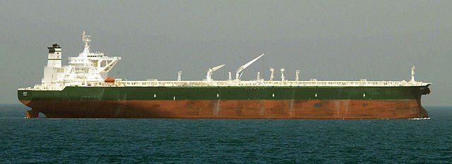 Navire pétrolier vu de profil