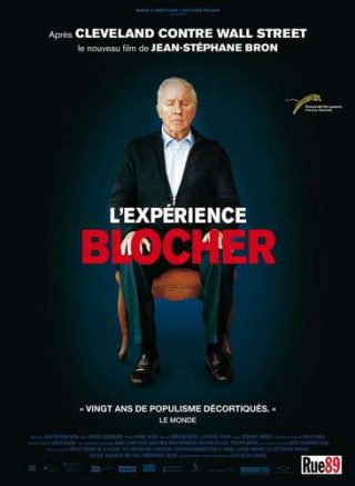 Christoph Blocher sur une chaise, au centre de l'affiche