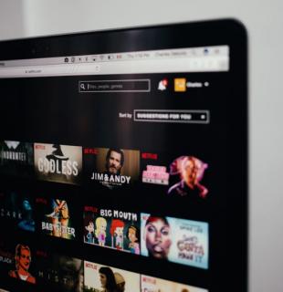 Ecran présentant des films et séries