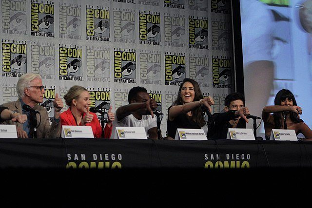 Les acteurs de The Good Place attablé au Comic-Con de Santiago