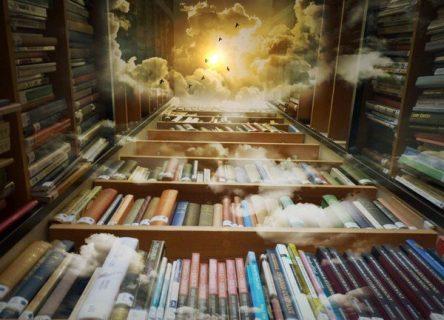 Tunnel de livres s'élevant vers le ciel