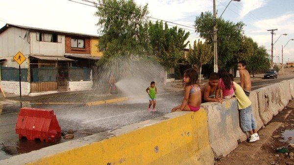 Des enfants dans une rue