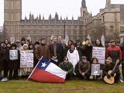 Un groupe d'opposants chiliens à Londres