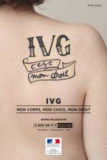 IVG c'est mon droit, tatoué dans le dos d'une femme
