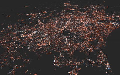 Une ville d'en haut la nuit