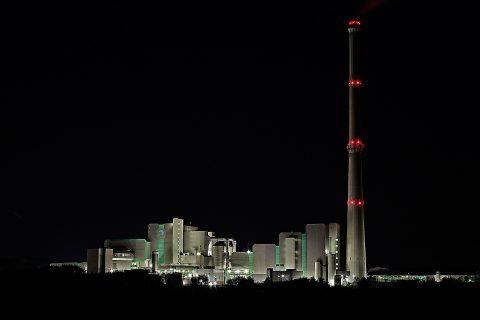 Un incinérateur de la Ruhr dans la nuit