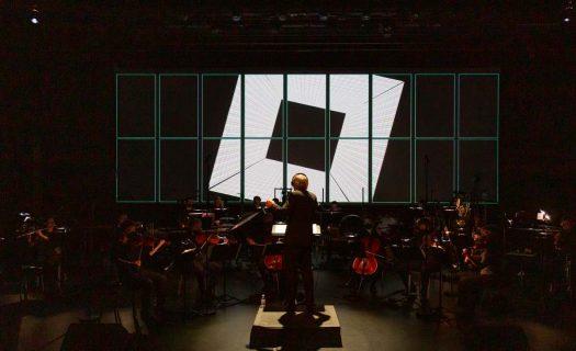 Concert : orchestre et projection d'image.