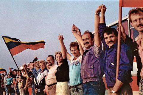 chanteurs avec drapeaux