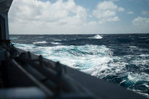 Océan vu du bord d'un navire